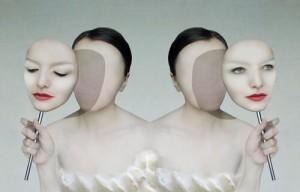 Dos-mujeres-con-dos-máscaras